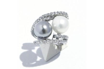Sortija plata con perlas